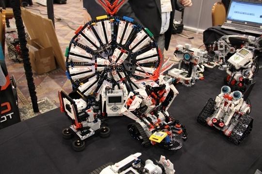 ces 2013 blog robots Les Legos pilotables par iPhone