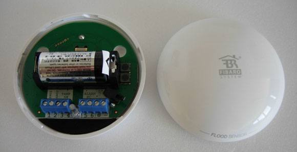 fibaro-flood-sensor-fgfs-101-inside
