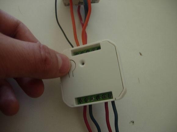 Guide d'installation du Micromodule volet roulant DSC14 AEON LABS avec la Zipabox
