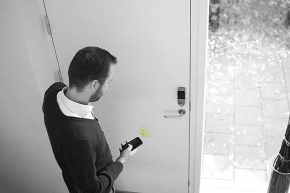 Danalock_Phone_Lock_Door