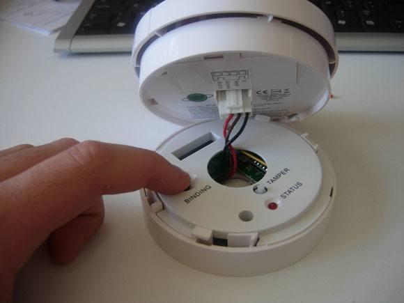 Guide d'installation du détecteur de fumée SF812 EVERSPRING avec la Zipabox