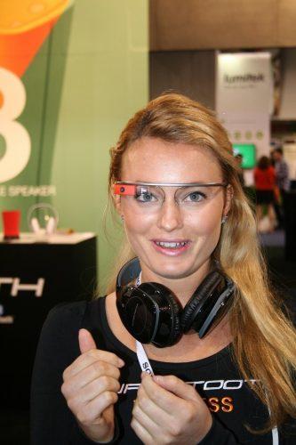 Google glass CES 333x500 Jai expérimenté le #CES2014 en Google Glass