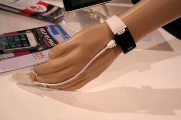 iHealth_CES2014_wearable_pulse_oximeter
