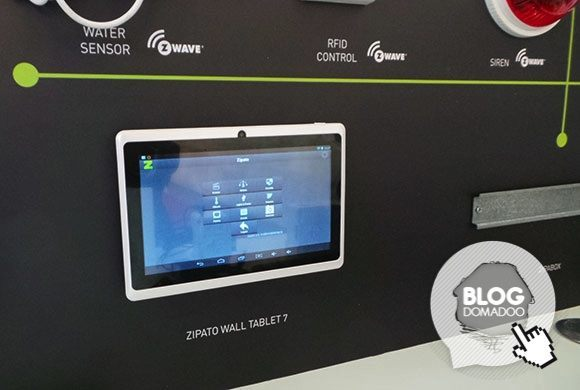 Zipato_CeBIT2014_wall_tablet_front