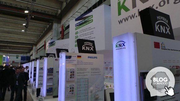 KNX_booth_light+building_2014_booth