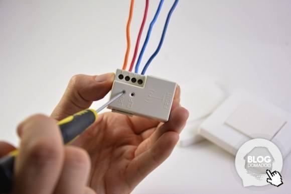 Utilisation d'un éclairage en va et vient avec deux interrupteurs sans piles et sans fils
