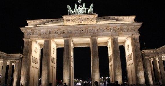 Berlin by night porte