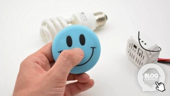 Votre enfant contrôle l'éclairage de sa chambre comme un grand grâce à la telecommande Smile d'Edisio