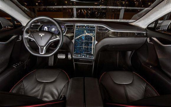 Tesla Model-S-rociada