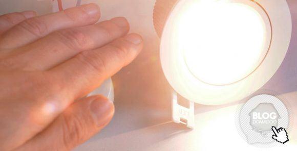 Comment mon éclairage de jardin varie automatiquement en fonction de la luminosité ?