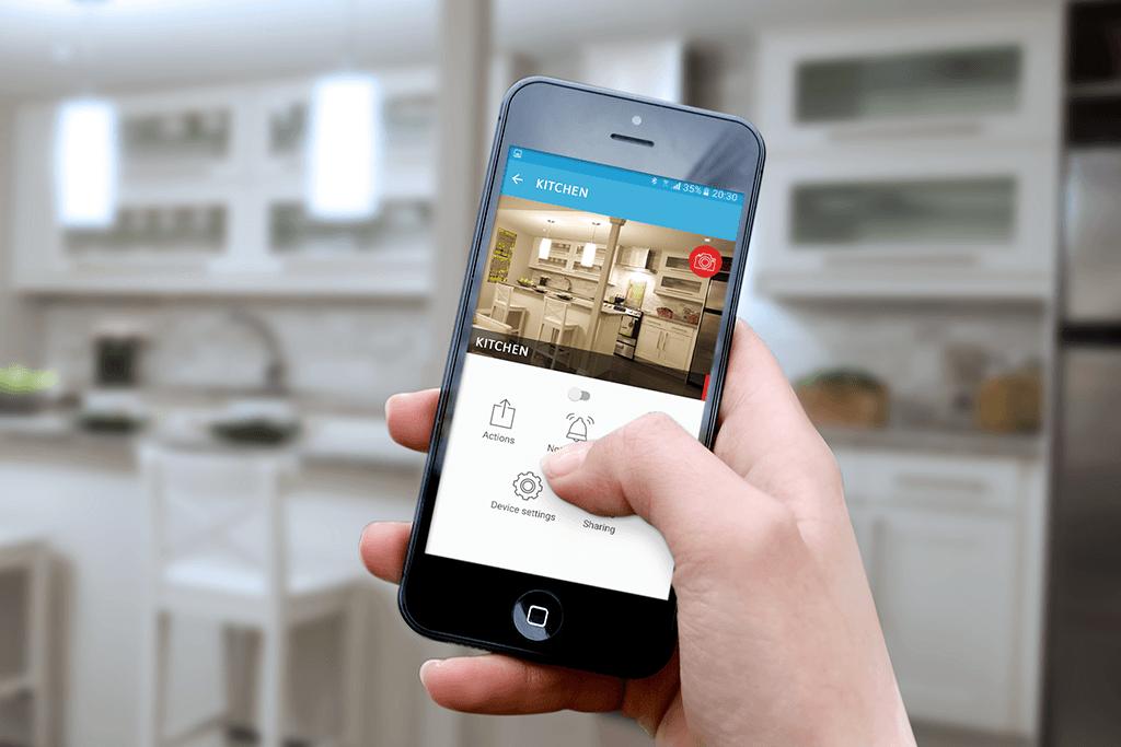 Kitchen HoldingPhone iotty 1