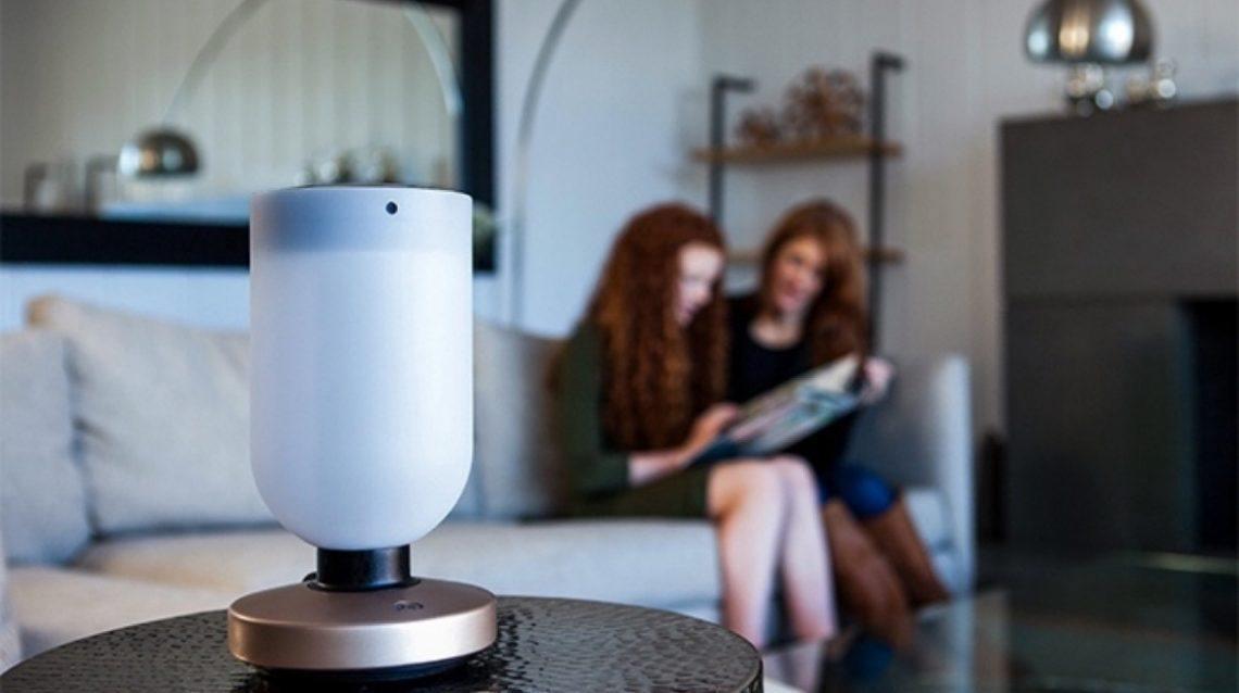 Momo : la lampe intelligente, assistante à domicile