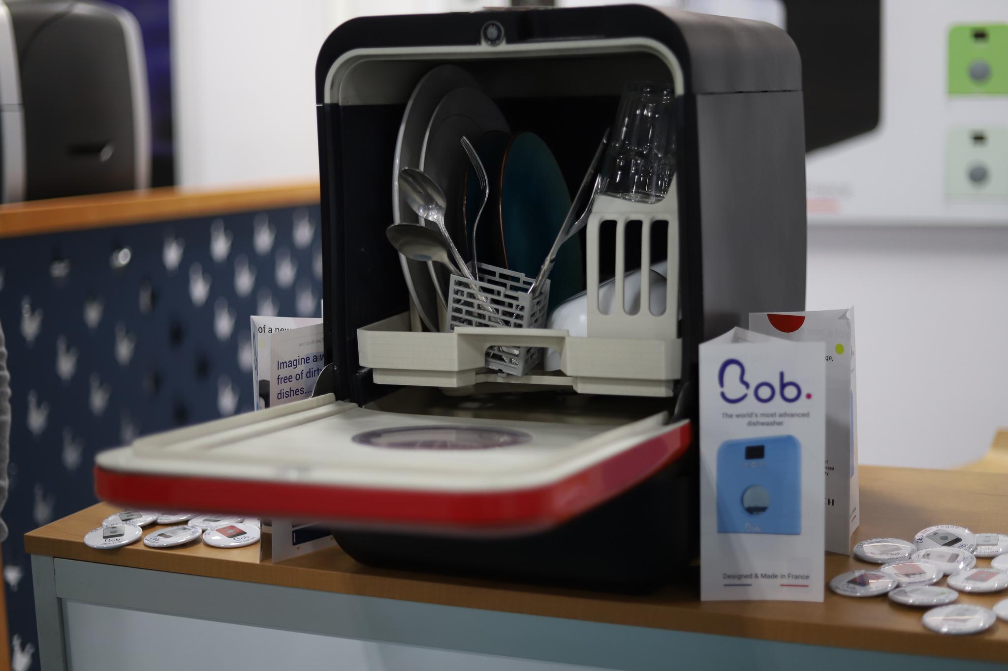 #CES2019 : Bob, le lave-vaisselle intelligent qui nettoie votre vaisselle avec deux bouteilles d'eau