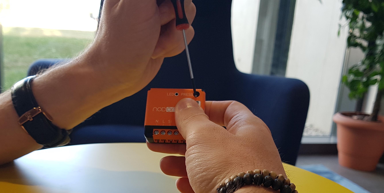 Association du micromodule commutateur Nodon pour une gestion d'éclairage automatique