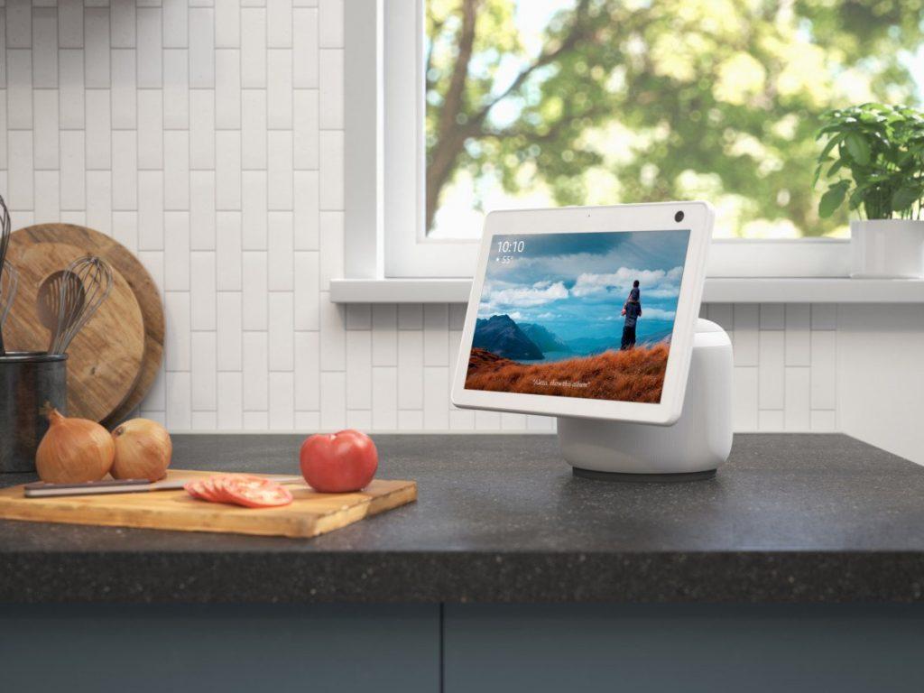echo show 10 glacier white kitchen scaled e1600973320544