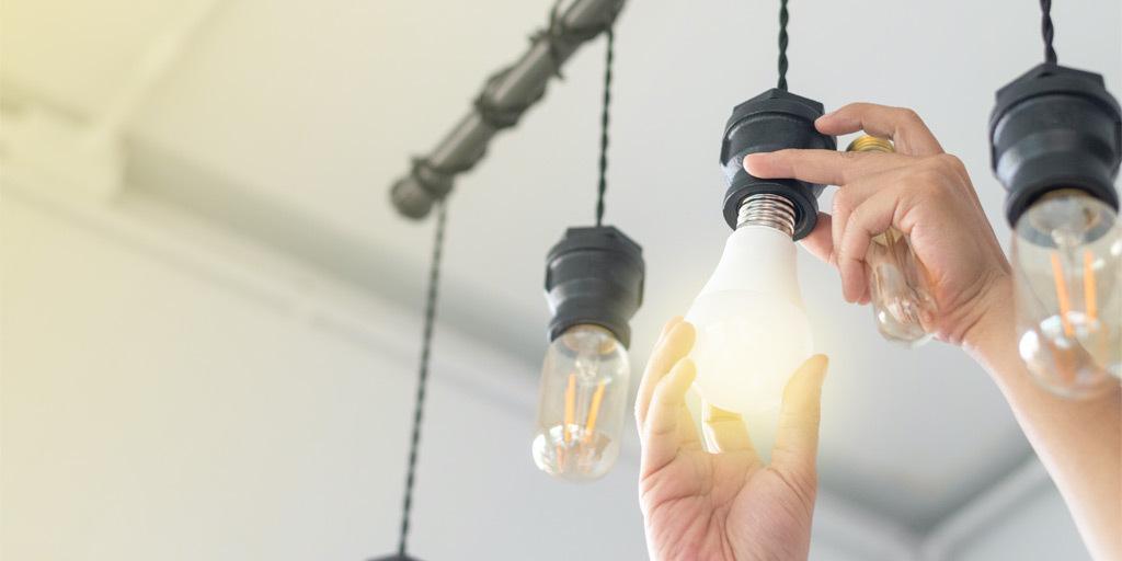 Le remplacement d'ampoule peut être nécessaire pour un bon fonctionnement avec les variateurs intelligents